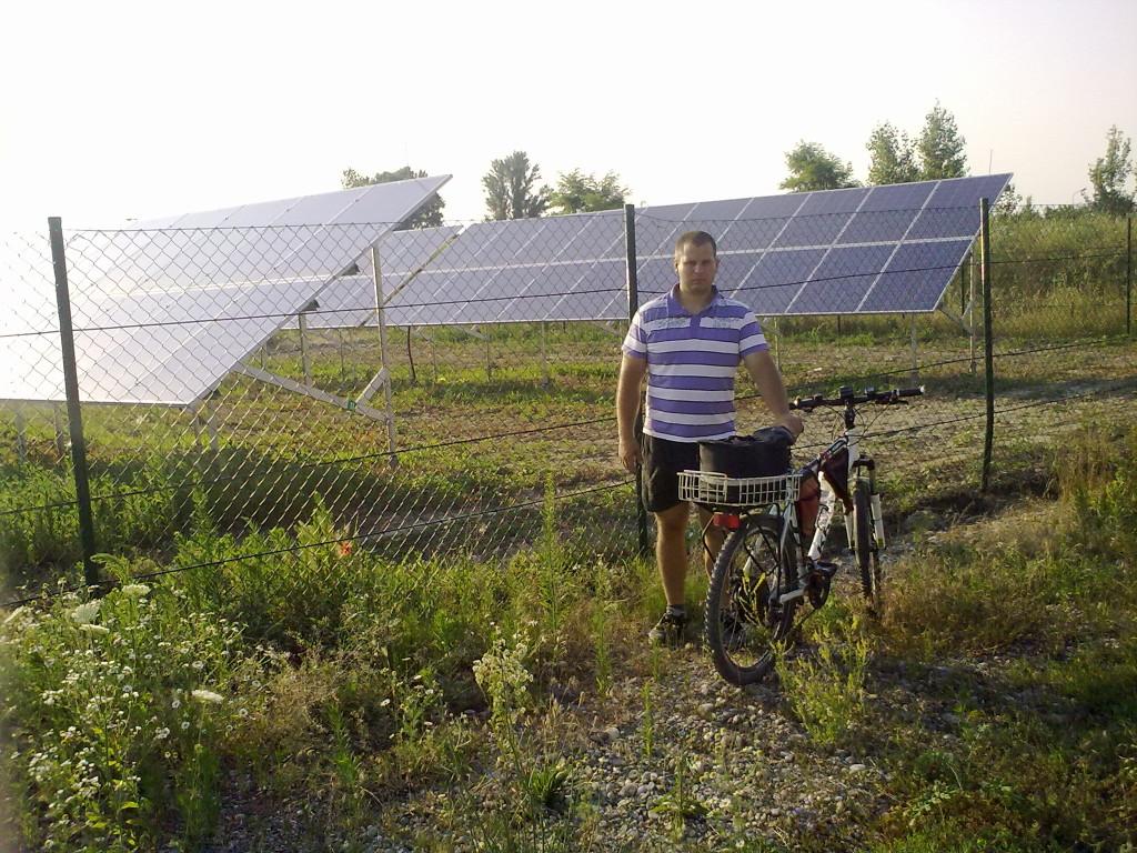 ja s teslabikom na pri solarnej elektrarni drahovce