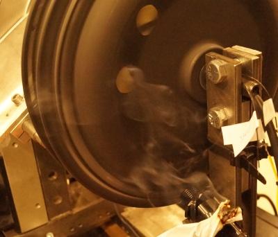 testy motorov na dym