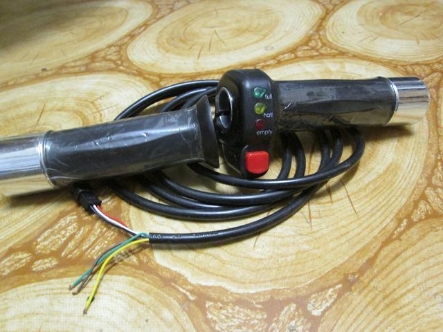 plynová páčka s led ukazovatelom na elektrický bicykel