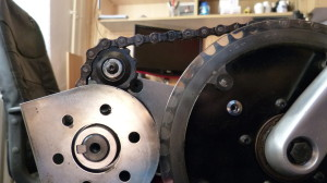 Obepnutí řetězových kol je malé díky napínání řetězu zevnitř