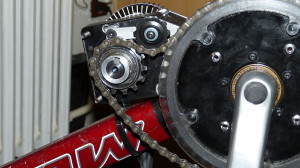 Nemožnost umístit napínák zvenku nevleze mezi ozubená kola