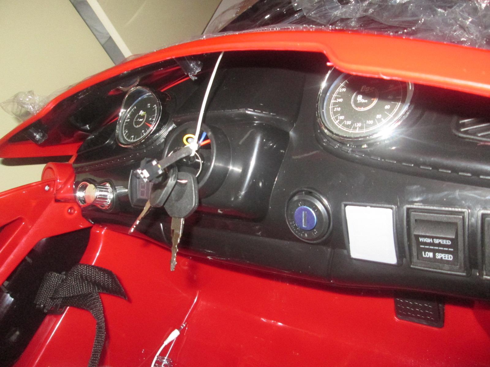 Lukáškovi sme kúpili elektrické autíčko pre deti. Tu sú prvé skúsenosti