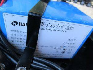 batéria 300x225 DYU skladací mini elektrobicykel oprava a recenzia